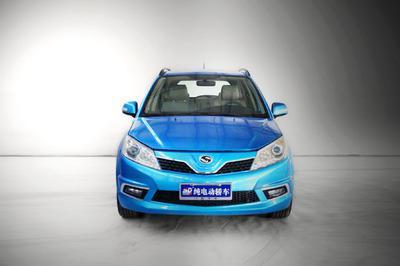 每六个月就需要为纯电动汽车的控制器以及是电机做一次除尘,将车辆