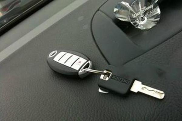 车钥匙丢失,我们该如何启动汽车高清图片