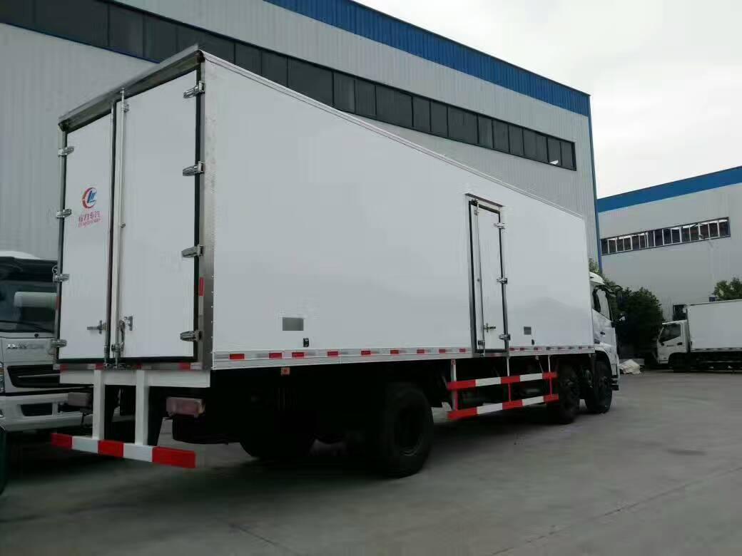 天锦国五8米6冷藏车 (3).jpg
