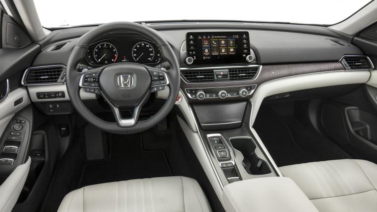 2018款第十代丰田雅阁正式发布国产版车型预计明年上市