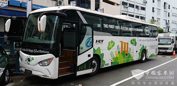 新加坡喜迎首台纯电动旅游巴士,比亚迪助力狮城国庆绿色行图片