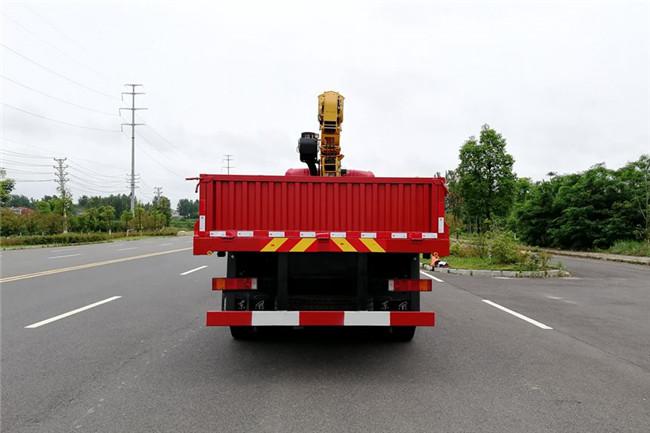 东风天龙前四后八徐工16吨随车吊货箱尾部展示