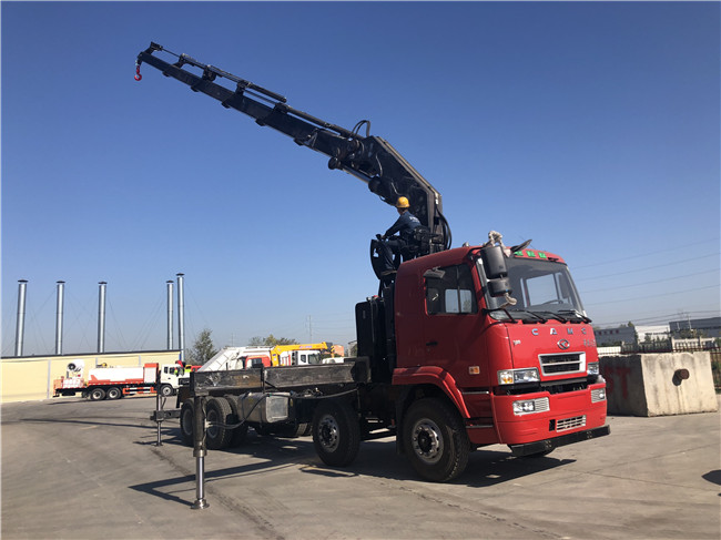 华菱前四后八随车吊配30吨折臂4.5米吊15吨AH5310JSQ