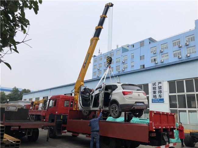 180马力8吨D3随车吊价格在25万左右