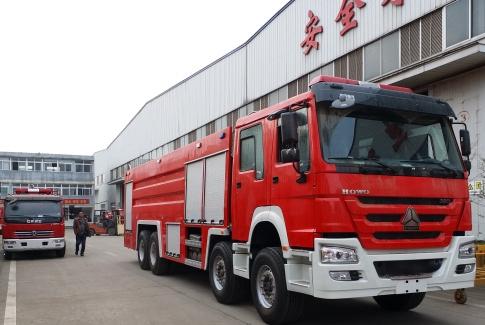 重汽豪沃25吨水罐泡沫消防车(1)_副本.jpg