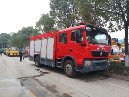 重汽T5G 8吨泡沫<a href='http://www.rlqcgs.com/XiaoFangChe/'>消防车</a>_副本.jpg