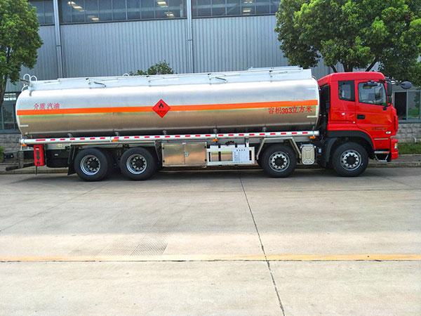 东风前四后八28吨铝合金油罐车.jpg