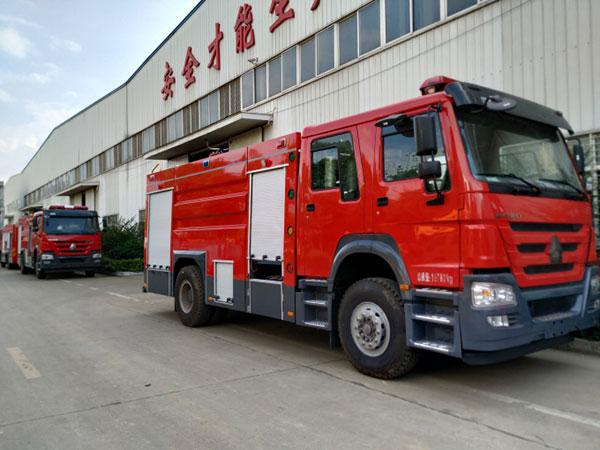 重汽8吨水罐消防车.jpg