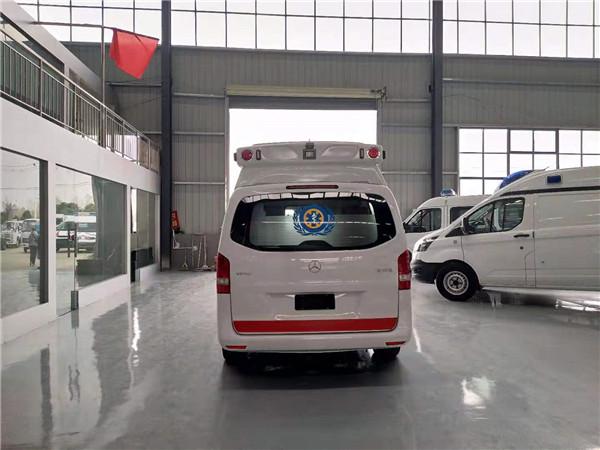 国六奔驰救护车.jpg