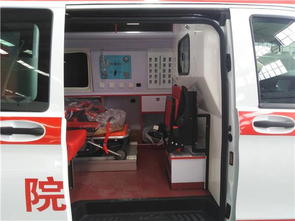 奔驰救护车.jpg