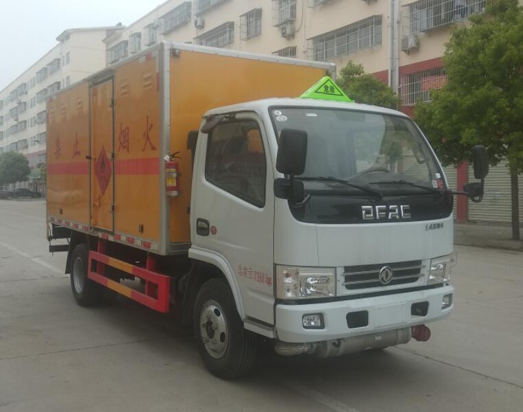 CLW5073XRY6型易燃液体厢式运输车1.jpg