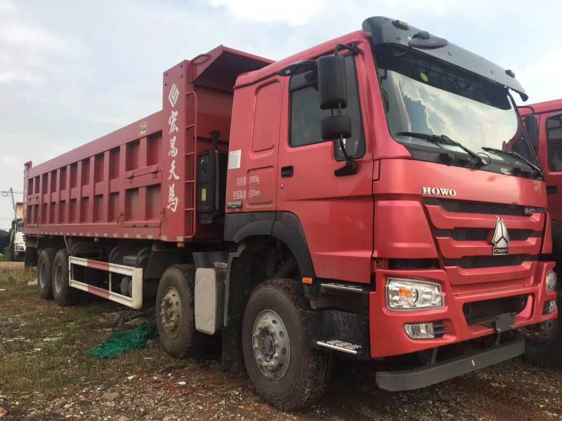 重汽豪沃8.8米自卸车火红色440马力天马大箱