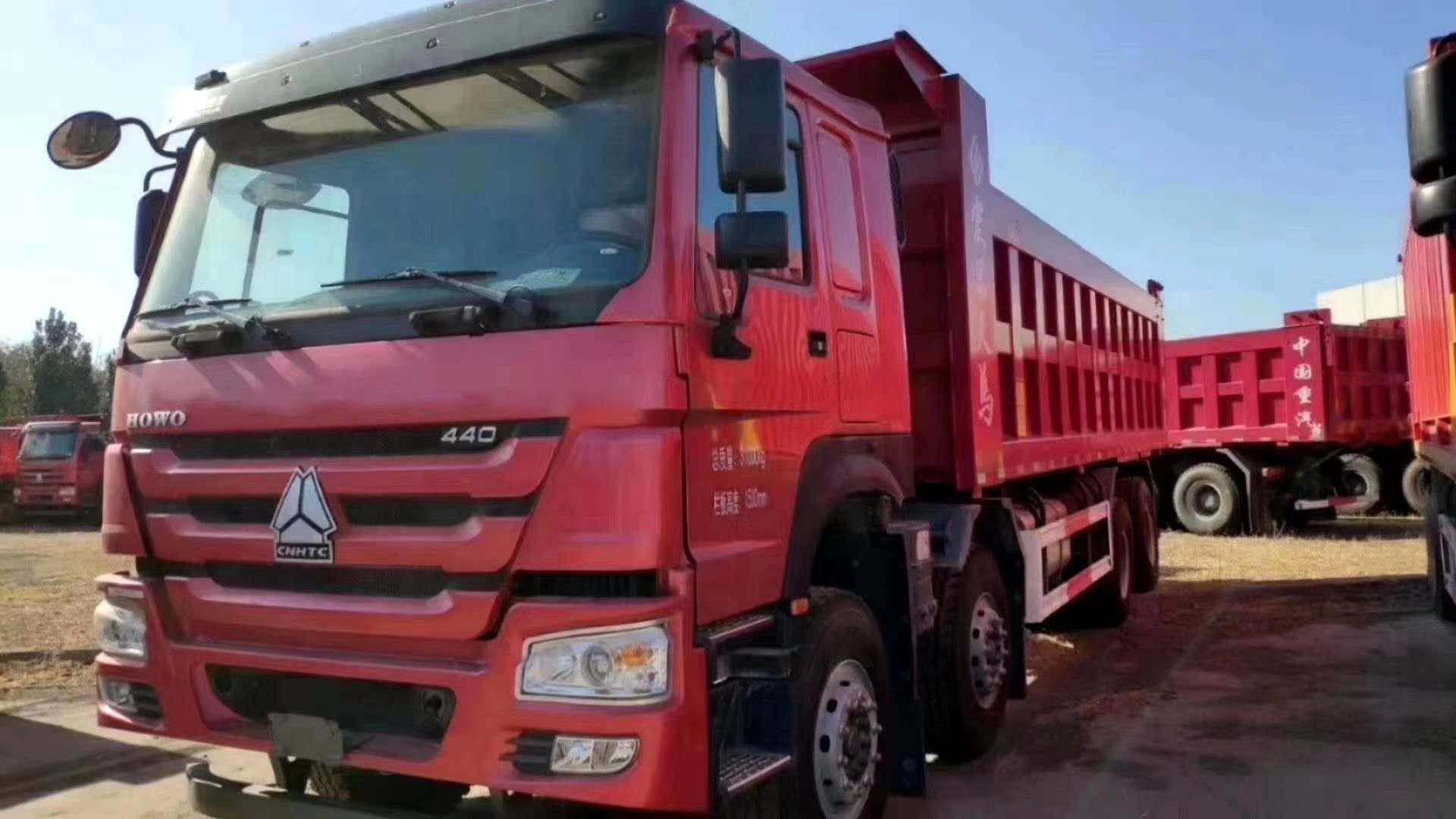重汽豪沃8.8自卸车三层大架火红色380马力