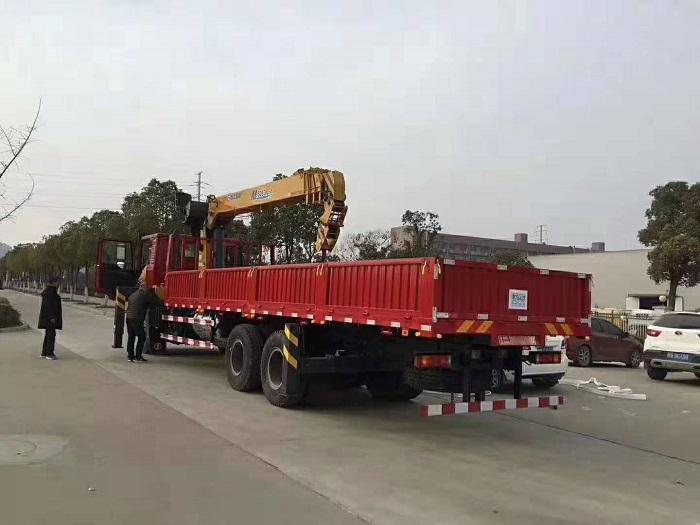 陕汽德龙M3000后双桥三一12吨.jpg
