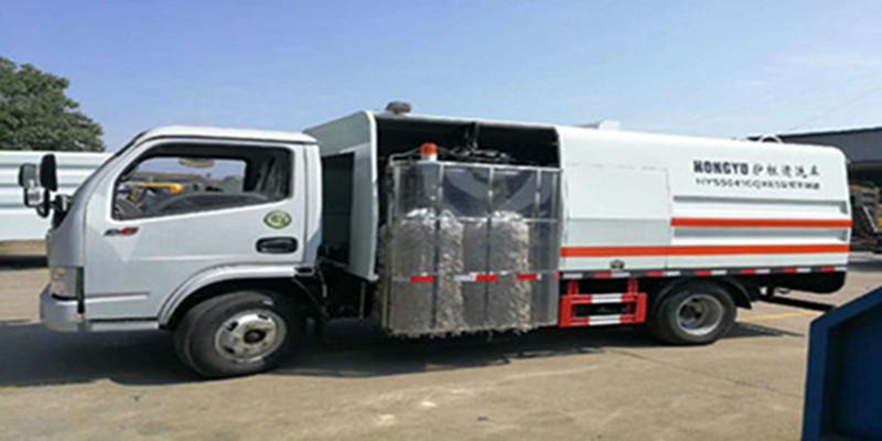 东风多利卡D6国六中置护栏清洗车