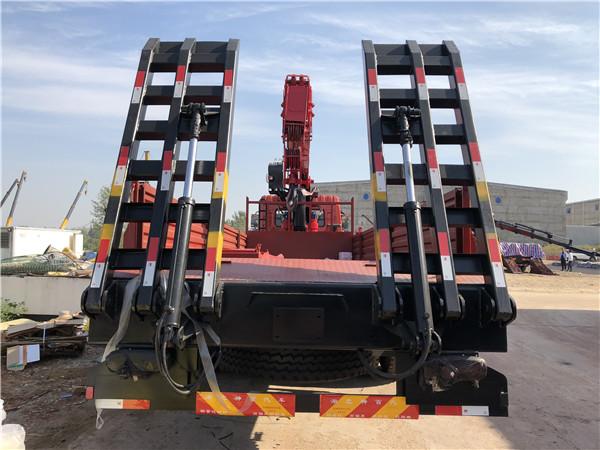 东风后八轮14吨随车吊带平板