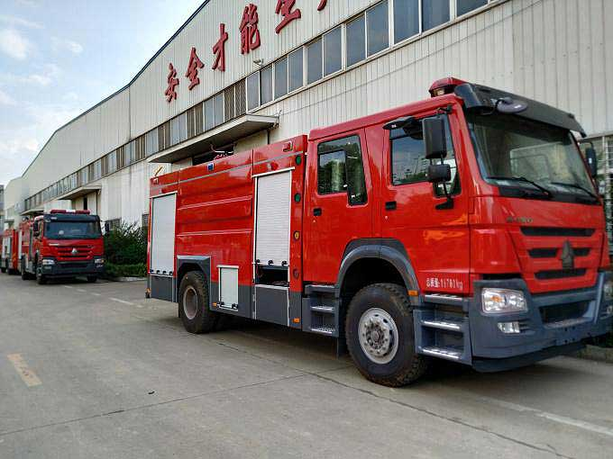 重汽国五12吨水罐消防车报价