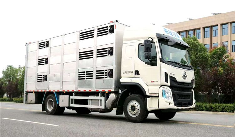国六柳汽乘龙6.8米铝合金运猪车厂家报价