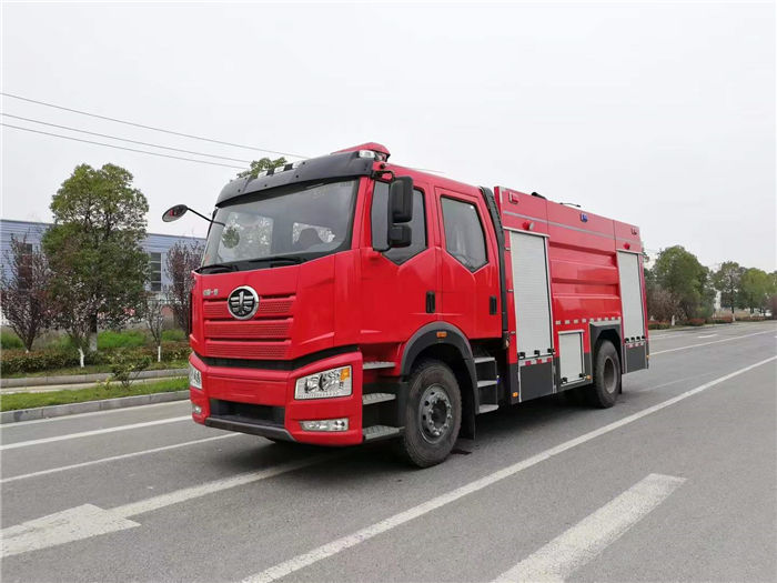 国六一汽解放J6泡沫消防车